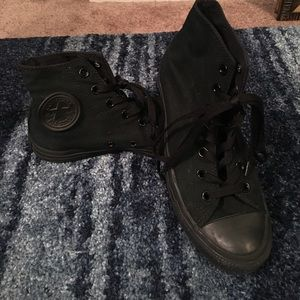 BLACKED-OUT lightly used converse 🖤